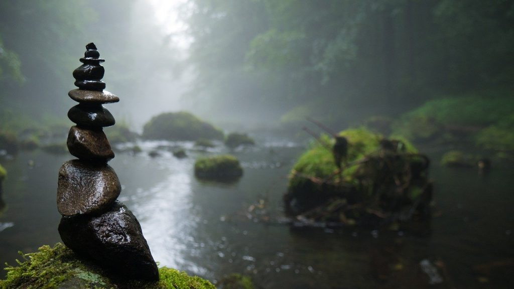 cairn-1531997 ケルン 霧 神秘的な 背景 川 石 苔 気分 フォレスト 自然 Gespenstig