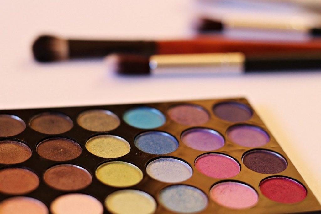 eye-4813275 アイシャドウ 化粧品 化粧筆 メイク ブラシ 美容 の適用 美 粉末